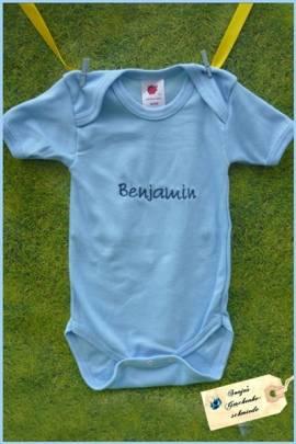 Baby Body mit Namen bestickt - Bild vergrößern